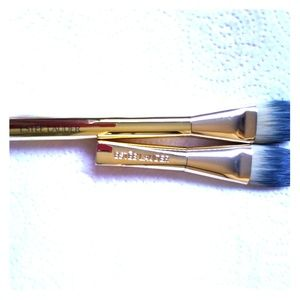 Set of 2 foundation brashes